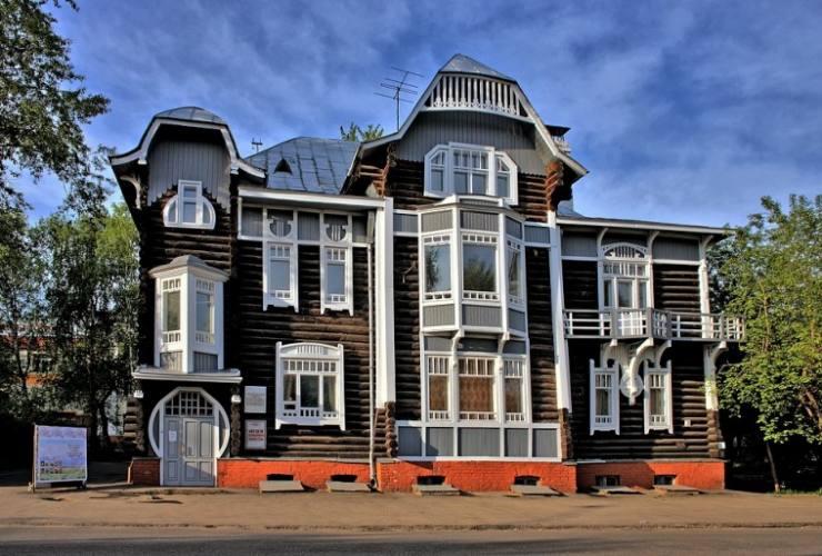 Деревянный дом, ставший музеем в Томске
