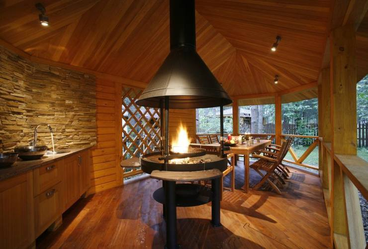Летняя кухня в деревянном доме